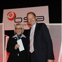 Hugh Orde QPM (Chairman of ACPO) presents award to Susan Willis