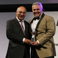 Keith Vaz with Dr Richie Nanda, Entrepreneur of the Year